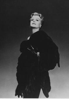 Angela Lansbury Golden Age Of Hollywood, Hollywood Stars, Classic Hollywood, Old Hollywood, Bert Stern, Robert Mapplethorpe, Annie Leibovitz, Richard Avedon, Andy Warhol