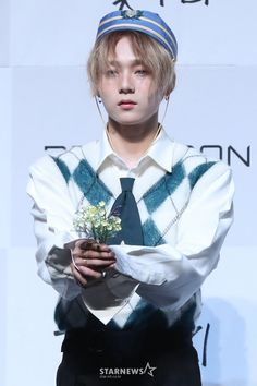 e'dawn : this for you . me : ahh realyy e'dawn : yeah and. hey wake up. it's just dream😭😭 Triple H, Extended Play, Kpop Pentagon, K Pop, Hyuna, Weak In The Knees, E Dawn, Do Kyung Soo, Monochrome Fashion