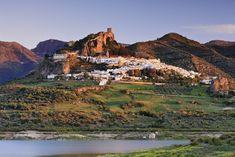 Zahara de la Sierra, el pueblo nazarí bajo el castillo