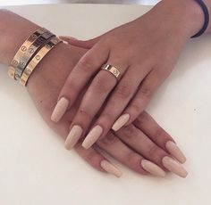 Nudes on nails are perfect colours for summer <3