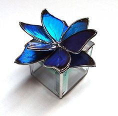 Glass Jewelry Box, Perfect for a Engagement or Wedding Rings, Real Blue Morpho Butterflies in a Blue Flower Design Stained Glass Light, Making Stained Glass, Stained Glass Flowers, Stained Glass Designs, Stained Glass Panels, Stained Glass Projects, Stained Glass Patterns, Leaded Glass, Tiffany