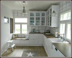 Maalaiskoti Myllyhaassa : Kurkistus keittiöön Kitchen Island, Kitchen Cabinets, Retro, Table, Furniture, Home Decor, Coastal, Interiors, Kitchens