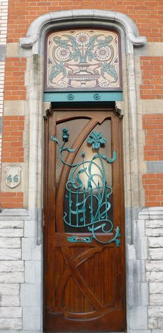 Art Nouveau Door in rue de Belle Vue, Brussels, Belgium - Photo by Marie-Hélène Cingal - @~ Mlle