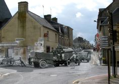 Then and now... Sainte-Mère-Église  (© Ghosts of History, http://www.ghostsofhistory.co.uk/ )