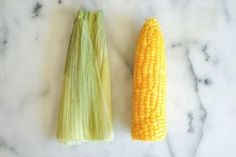 How to Never Shuck Corn Again: I absolutely hate shucking corn and picking off all the corn silk. I found out about this method and use it every time. Corn On The Con, Corn In The Oven, Corn In The Microwave, Corn On Cob, Cooking A Roast, Cooking Tips, Cooking Corn, Cooking Steak, Vegetable Dishes