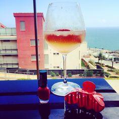 Tiempo de relax, de descanso. Sol y playa y silencio entre Benicàssim y Oropesa. Alcoholic Drinks, Relax, Wine, Sun, Once In A Lifetime, Restaurants, Beach, Places, Liquor Drinks