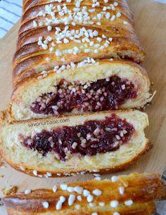 Placinta cu visine Savori Urbane (3) Romanian Food, Hot Dog Buns, French Toast, Food And Drink, Bread, Baking, Breakfast, Sweet, Desserts