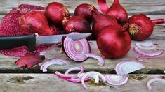 9 Surprising Health Benefits of Onions (And 8 Tasty Onion Recipes) Green Onions Growing, Growing Lettuce, Planting Onions, Planting Bulbs, Root Vegetables, Growing Vegetables, Veggies, Superfoods, Onion Benefits Health