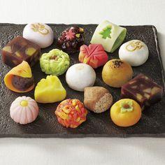 Japanese wagashi . 京都・北野の和菓子工房<木ノ下菓匠>より。【季節の和菓子】