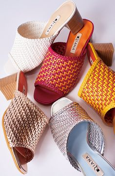 When choosing footwear, you need to choose what best suits your climate. In many areas of the world, the footwear of choice is 35 Women Mule Shoes For You This Spring. Why Trending 35 Women Mule Shoes. Women's Mules, Mules Shoes, Dressy Shoes, Casual Shoes, Shoe Wardrobe, Business Shoes, Latest Shoe Trends, Everyday Shoes, Pink Shoes