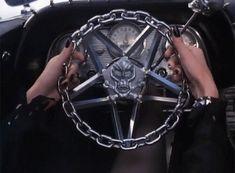"16.6 mil curtidas, 316 comentários - Frances Bean Cobain (@space_witch666) no Instagram: ""Elvira's car is inspiring me to get my fucking license ..."""