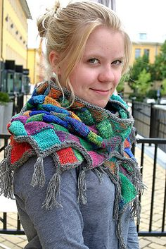 Entrelac Shawl With Tassels By Eva Martinsson - Purchased Knitted Pattern - (ravelry) Tunisian Crochet, Crochet Shawl, Knit Crochet, Ravelry, Knitted Shawls, Crochet Scarves, Knitting Yarn, Knitting Patterns, Poncho Shawl