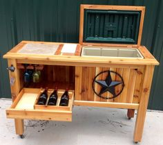 Diy Wood Patio Deck Cooler Stand 40 Ideas For 2019 Deck Cooler, Wood Cooler, Pallet Cooler, Cooler Stand, Outdoor Cooler, Diy Wood Projects, Home Projects, Wood Crafts, Woodworking Projects