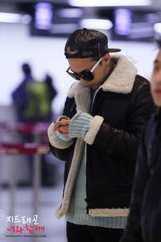 G-Dragon ♡ #BIGBANG @ Gimpo Airport to Japan (131212)