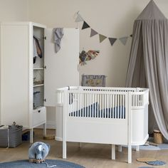 Get the best modern nursery decor ideas, we specialize in Scandi nursery and kids room interiors. Providing only the best products from pregnancy onwards. Luxury Nursery, Modern Nursery Decor, Baby Room Decor, Nursery Room, Diy Kids Furniture, Large Furniture, Scandinavian Baby, Deco Jungle, Junior Bed