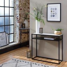 Table console (page Guest Bedroom Decor, Living Room Decor, Entryway Decor, Entryway Tables, Wooden Shelves, Vases Decor, Home Staging, Metal Walls, Apartment Living