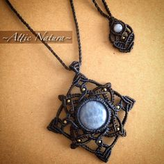Macrame pendant with blue lace agate