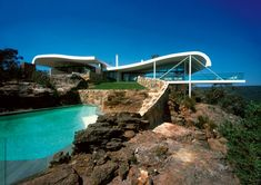 Cliffside home by Harry Seidler is perfect Christmas destination... #cliffsidehouses #cliffsidearchitecture