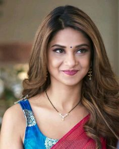 Gold Mangalsutra Designs, Gold Jewellery Design, Diamond Mangalsutra, Indian Tv Actress, Beautiful Indian Actress, Jennifer Winget Beyhadh, Gold Jewelry Simple, Fancy Blouse Designs, Indian Beauty Saree