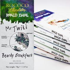 """I Roald Dahls bok The Twits sparar mannen med samma namn sin frukost bestående av ett antal udda maträtter i sitt skägg. Rococo har inspirerats av den tokiga sagan men de har använt sig av lite mer välsmakande ingredienser som krispiga rispuffar, banan, yoghurt och rökt te, allt blandat i en härligt krämig mjölkchoklad.  Smaknoter: Krispiga bitar av rispuffar, honung och rökt te kombinerat med överraskning och glädje. """"Any twit would love it!""""  #Rococo #RoaldDahl #choklad #Beriksson"""