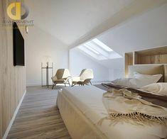 Дизайн современной бежевой спальни на мансарде