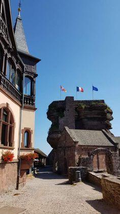 #Alsace : En Alsace, Saverne et son château du Haut-Barr sont un terrain de balade prisé par les marcheurs locaux et visiteurs d'un jour. #hautbarr #haut-barr #chateau #castle #magnifiquefrance #basRhin #Bas-Rhin #saverne Alsace, French Castles, Lorraine, Mansions, House Styles, The Visitors, D Day, Stockings, Villas