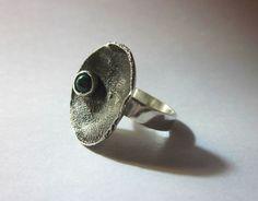 mi dise;o! anillo de plata con reticulado y con una malaquita engarzada - Maria Paz Garavito