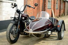 The Triumph Bonneville Bobber and Bobber Black come with a stylish single seat. And a parallel-twin engine with a tune for more power and torque than in the Bonneville itself. So if you̵… Triumph Bobber 2017, Triumph T120, Triumph Bonneville, Triumph Motorcycles, Harley Davidson Sidecar, Bike With Sidecar, Vespa Gts, Bobber Style, Cruiser Motorcycle