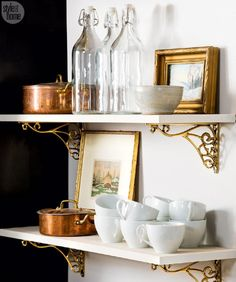 11 Make old meet new—The mix of brand new and collected vintage dishware gives the kitchen a well-loved and lived-in vibe. 11 Make old meet new—The mix of brand new and collected vintage dishware gives the kitchen a well-loved and lived-in vibe. Parisian Kitchen, Parisian Decor, Parisian Style, Fresh Farmhouse, Farmhouse Side Table, Paz Interior, Home Interior, Home Design, Design Ideas