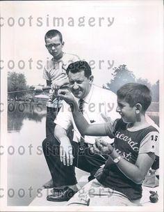 1963 Parma Ohio Mayor James Day Watches Boy Bait Hook Fishing Derby Press Photo