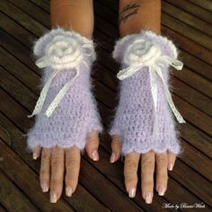 Crochet romantic fingerless mittens Made by BautaWitch DIY - pattern in my… Crochet Gloves Pattern, Knit Or Crochet, Crochet Baby, Crochet Patterns, Mittens Pattern, Crochet Wrist Warmers, Crochet Heart Blanket, Fingerless Mitts, Bobble Stitch