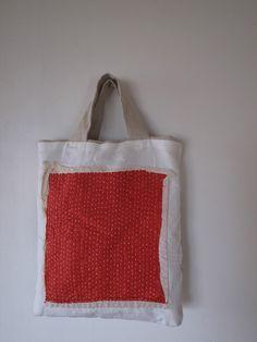 Sashiko or kantha bag Sashiko Embroidery, Japanese Embroidery, Sacs Tote Bags, Reusable Tote Bags, Boro, Art Bag, Linen Bag, Simple Bags, Denim Bag