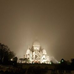 It was a dark and stormy night...  #paris #montmartre #sacrecoeur #scary #night