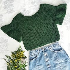 Crochet Patterns Blusas Off the Shoulder Crochet Crop Top – Free Crochet Pattern + Video tutorial – for … Crochet Summer Tops, Crochet Crop Top, Crochet Blouse, Crochet Top Outfit, Pull Crochet, Bead Crochet, Free Crochet, Crochet Clothes, Diy Clothes