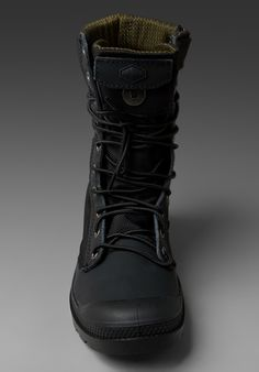 I love these boots… Palladium Boots Women, Crazy Shoes, Me Too Shoes, Leather Men, Leather Shoes, Mens Garb, Mens Boots Fashion, Phonograph, Cool Boots