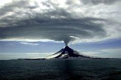 Ученые встревожены: активизировались вулканы