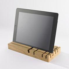 Organizador sofisticado hecho de madera de nogal. Perfecto para su escritorio, aparador o consola. Ideal en tamaño para ser colocado en cualquier t...