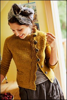 Make Agnes, a classic colorblock pullover, with this knitting pattern by Jared Flood. Agnes is knit with Brooklyn Tweed Loft yarn, a soft and rustic wool yarn sustainably made in the USA. Brooklyn Tweed, Look Retro, How To Purl Knit, Cardigan Pattern, Knit Cardigan, Knit Jacket, Mode Inspiration, Pulls, Look Fashion