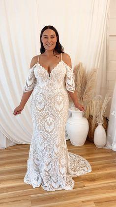 Wedding Dresses For Curvy Women, Plus Size Wedding Gowns, Rustic Wedding Dresses, Boho Wedding Dress, Dream Wedding Dresses, Bridal Dresses, Wedding Shot, Vintage Weddings, Wedding Dj