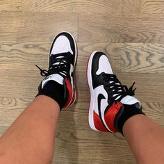 Shared by 👩‍💻✨. Find images and videos about nike on We Heart It - the app to get lost in what you love. Cute Sneakers, Shoes Sneakers, Shoes Heels, New Shoes, Jordan Sneakers, Jordan Shoes Girls, Girls Shoes, Nike Air Shoes, Nike Air Max