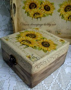 Funky Painted Furniture, Decoupage Furniture, Decoupage Box, Decoupage Vintage, Painted Boxes, Wooden Boxes, Painted Tables, Painted Chairs, Cigar Box Crafts