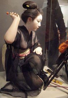 平田郷陽(ひらた ごうよう、1903年11月25日 - 1981年3月23日)は、日本の人形作家。重要無形文化財保持者(人間国宝)[1]。衣裳人形の第一人者で、木目込みの技法を用いた衣裳人形を多数手掛ける。本名、恒雄。