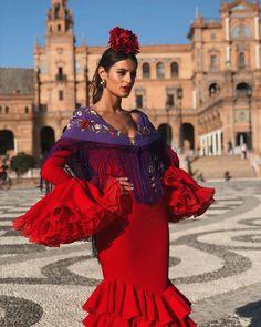 """Susana Molina on Instagram: """"La niña ya está feliz. Después de 6 años queriendo hacerme la fotito aquí, lo conseguí! Y además con un traje rojo ♥️ Este año no le corté…"""""""