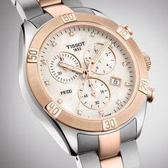 Angesichts des Erfolgs der PR 100 Sport-Chic Kollektion wird die Serie mit einem sportlichen Chronographen erweitert. Mit ihrer grosszügigen Gehäusegrösse von 38 mm gehört sie zu den grösseren Uhrenmodellen und sorgt für ein markantes Statement. Das Design ist robust und wunderschön stromlinienförmig zugleich und zeichnet sich durch die stärkere Lünette und das schlichtere Armband aus. #productoftheday #watch #uhr #tissot #diamond Sport Chic, Jewelry Shop, Jewellery, 316l Stainless Steel, Lady, Michael Kors Watch, Chronograph, The 100, Quartz
