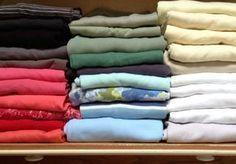 Υγεία - Το δίπλωμα των καθαρών ρούχων απαιτεί χρόνο και τις περισσότερες φορές τρόπο. Εμείς θα σας απαλλάξουμε από αυτή τη δυσκολία, δείχνοντάς σας πώς μπορείτε να Konmari Method, Home Hacks, Clean House, Decoration, Towel, About Me Blog, Good Things, Cleaning, Tips