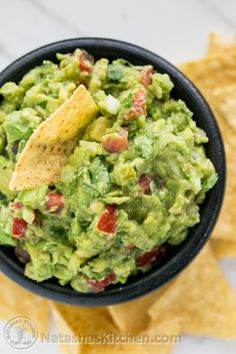 This easy Spicy Guacamole recipe lights a small fire in your mouth forcing you to eat it slowly and savor each bite. Don& forget the chips! Spicy Guacamole Recipe, Salsa Guacamole, Avocado Recipes, Easy Healthy Recipes, Healthy Snacks, Easy Meals, Food Network Recipes, Cooking Recipes, Pasta