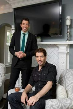 Property Brothers- Drew and Jonathan Scott Jonathan Scott, Hgtv Property Brothers, Motivational People, Twin Models, Hgtv Designers, Great Scott, Scott Brothers, The Brethren, Tall Guys