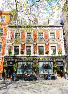Sherlock Holmes Pub, London. www.kevinandamanda.com #travel #london