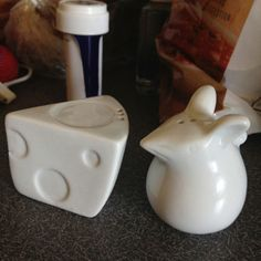 My cousin's salt and pepper shakers. Love them soo much- gotta find them
