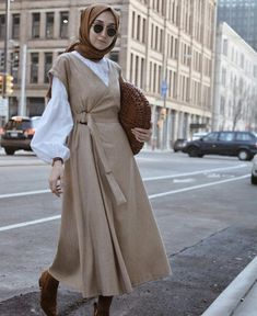 Style Hijab Casual Gendut 66 Ideas For 2019 Hijab Casual, Stylish Hijab, Hijab Chic, Abaya Mode, Hijab Mode, Modest Dresses, Trendy Dresses, Modest Outfits, Abaya Fashion